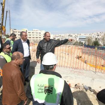 أمين عمان يتفقد سير العمل في مشاريع البنية التحتية للباص سريع التردد