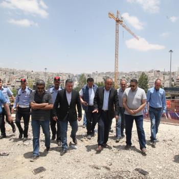 أمين عمان يتفقد مشاريع الباص السريع