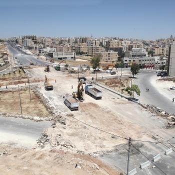 الأمانة تباشر أعمال الحفر لتنفيذ تقاطع طارق ضمن مشروع الباص سريع التردد
