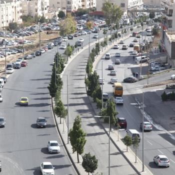 الأمانة تباشر الأعمال الميدانية لمشروع الباص سريع التردد أمام الجامعه الأردنية